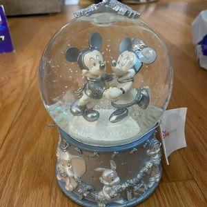 Mickey & Minnie ice skating globe